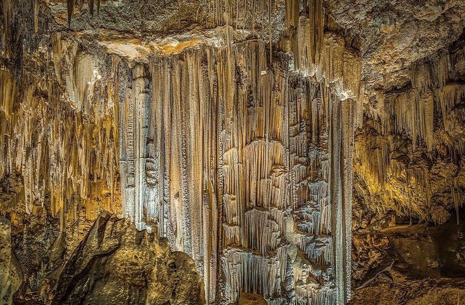 stalagmites-caves-of-nerja